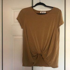 Tops - Golden T-shirt twist in the front